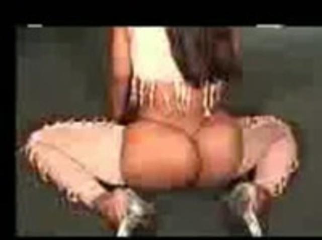 Девушки танцуют попами а потом трахаются — img 9
