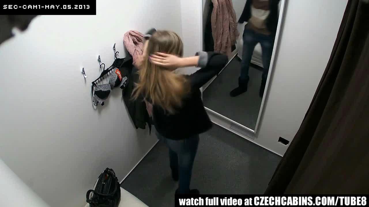 skritaya-kamera-v-primerochnoy-elitnogo-magazina-molodoy-pari