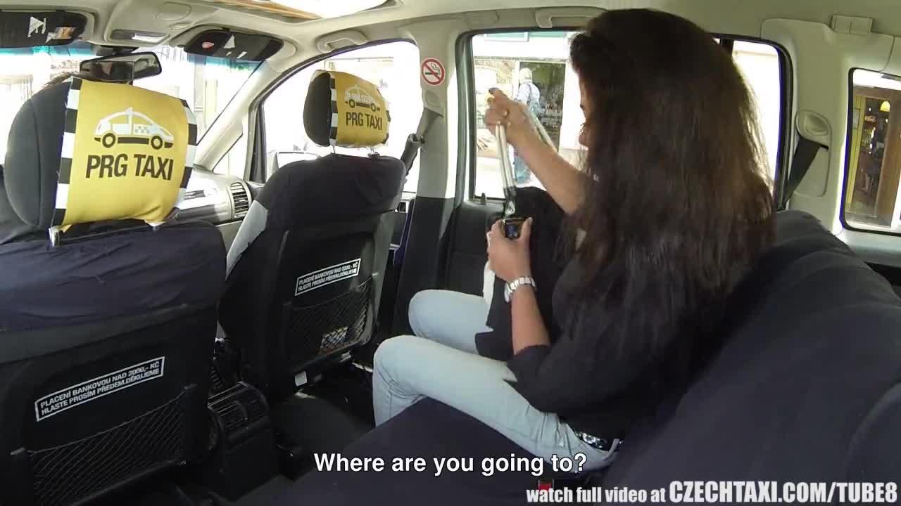 Брюнетку отодрали в такси — photo 7