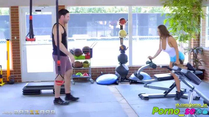 она красивую поимели в спортзале делать нечего пошел