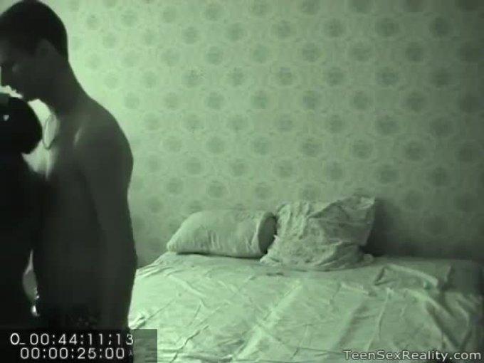 Муж установил скрытую камеру в спальне жены, проститутки метро аэропорт валя