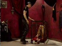 Господин связал свою рьяную рабыню