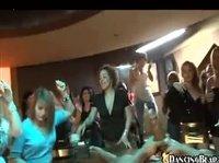 Групповой секс на необычной вечеринке