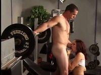 Спортивный секс среди тренажеров