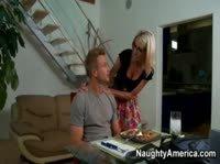 Она приготовила ему ужин а он ее трахнул