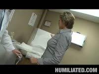 Похотливый гинеколог трахает свою пациентку