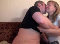 Мужчина с дамой трахается и развлекается
