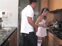 Соблазнил киску в кухне и отвел в укромное местечко