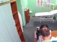 Доктор трахается с медсестрой