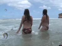 Голые девушки практикуют лесбийский секс на пляже