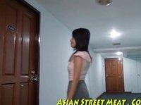 Трахать в писю шальную азиатскую девушку
