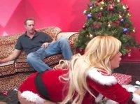 Рождественский секс с грудастой блондинкой