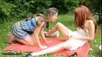 Две девушки пошли трахаться на пикник