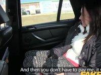 Таксист сношается с незнакомкой в машине