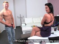 Простой парнишка трахает собеседницу на порно кастинге