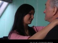 Девушка трахается с репетитором на досуге