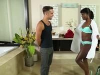 Межрассовый секс с чернокожей массажисткой