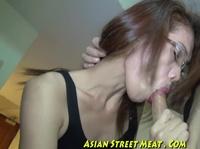 Азиатка любит оральное дело