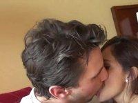 Поцелуи и чувственное совокупление вдвоем