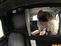 Ебать блондинку в такси