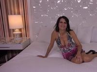 Анальное чпоканье на белоснежной постели