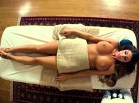 Рождественский секс массажиста и девчурки