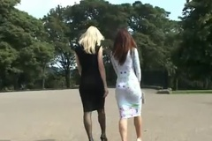 Прогулка двух лесбиянок