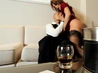 Азиат трахает грудастую порнозвезду в отеле