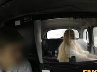 Ебля с сиськастой блондинкой в такси