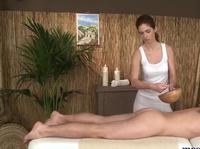 Взаимная дрочка гениталий на сеансе массажа