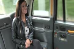 Таксист рад потрахать красивую партнершу