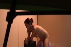 Лелу Лав испытывает новую секс игрушку
