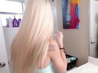 Блондинка трахается с требовательным мачо