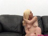Приветливая блондинка посетила порно кастинг