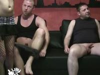 Мужики тратят деньги на продажный секс