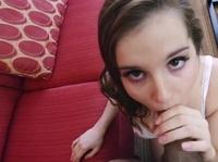 Девушка старается порадовать страдальца лучшим минетом