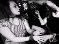 Девушек дерзко трахают на свежем воздухе
