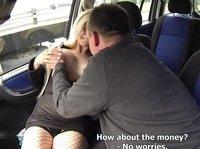 Таксист ебется с пассажиркой