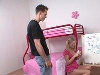 Вагинальный секс на розовом одеяле