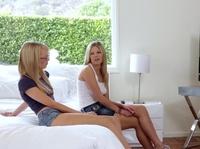 Двум девушкам хочется ласк и кунилингуса