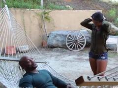 Негр трахается с темнокожей любовницей