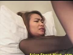 Азиатская профура трахается с клиентом в гостинице