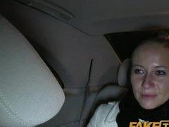 Красивую бэйби классно потрахать в писечку в авто вечером