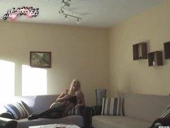 Блондинка услаждает себя сексом с красавцем