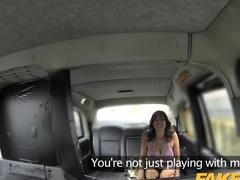 Горячий трах дерзкой дамы в автомобиле