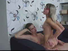 Русская девушка трахается с красавчиком у него дома