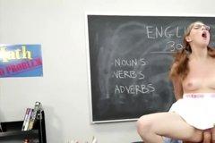 Молодая студентка трахнута опытным преподавателем