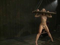 Смазливая девушка подверглась БДСМ пыткам от любовника