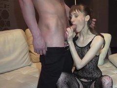 Трахарь катает худую девушку на огромном члене до оргазма