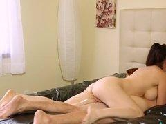 Сисястая мамка делает сыну массаж и отдается на трах
